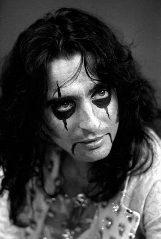87 best images about alice cooper on pinterest buxton the mask and classic rock. Black Bedroom Furniture Sets. Home Design Ideas