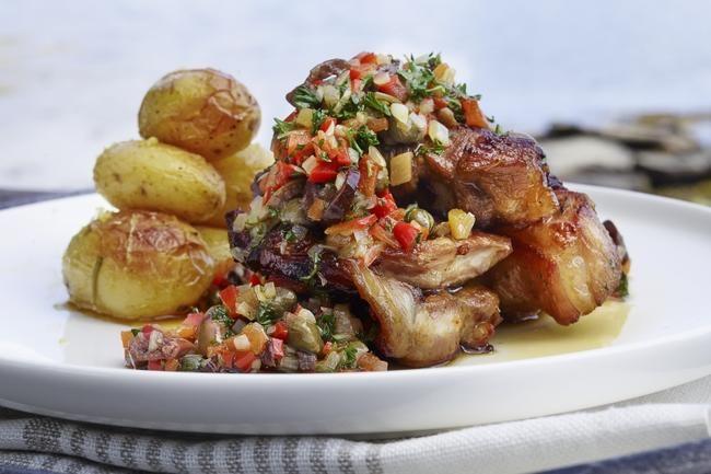 Lammebog Provencale - Lammebog er kokkenes favorittstykke! En Provence-inspirert saus med paprika, kapers og oliven tilfører smak til det milde bogkjøttet.