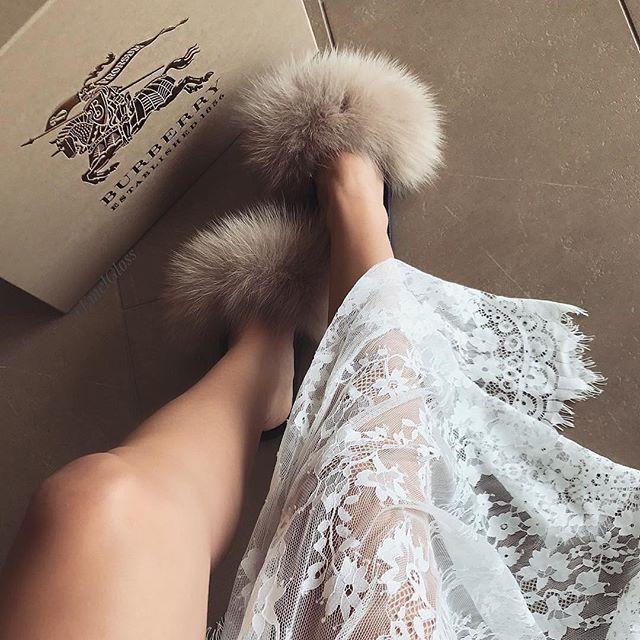 Lady in pastel 👡  @emelgloss 👉🏻 hauteacorn.com .  .  #furslides #fluffyslides #furshoes #fursandals #furflipflops #slides #furslippers #slippers #sandals #shoes #indoor #outdoor #realfur #pastel