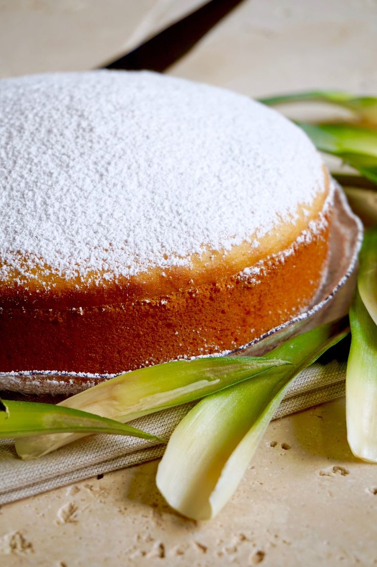 TORTA ALL'ANANAS 3 INGREDIENTI Se avete poco tempo, poca voglia di lavorare e soprattutto pochi ingredienti a vostra disposizione, questa Torta all'Ananas