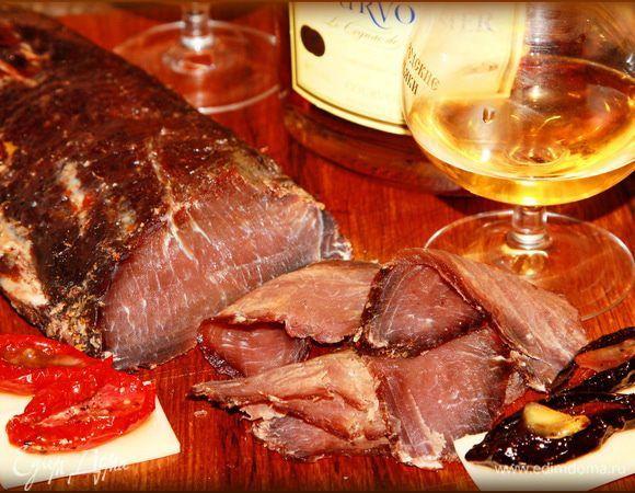 Что может быть лучше домашнего вяленого мяса? Правильно — еще одно домашнее вяленое мясо. Я люблю это готовить, меня просто увлекает сам процесс, ну, а результат — и того больше. Эта брезаола делал...