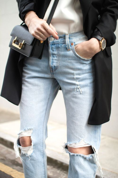 Basic outfit to perfection.  The ripped knees gives it a more edgy tough.  Love these ripped knee jeans: http://asos.do/Zfp4TV
