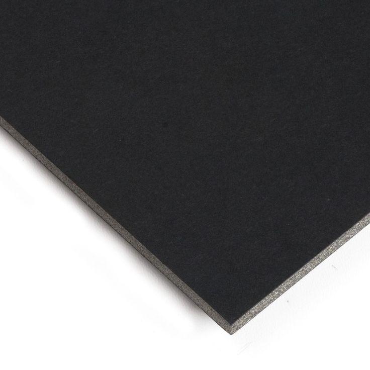 El cartón pluma sirve como soporte para impresiones fotográficas, reverso de cuadros o para construir maquetas. Aquí lo encontrarás de color blanco, negro y kraft (marrón) y de un grueso de 5 mm. Los formatos A3 y A4 se venden en paquetes de 2 unidades.