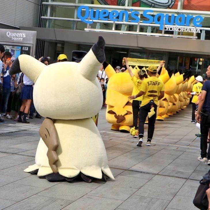 Mimikyu in a crowd of Pikachu!