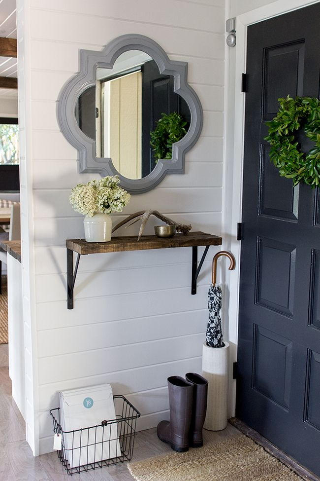 Jenna Sue Design house tour courtesy of Eclectically Vintage. I need a shelf just like that in my entryway!