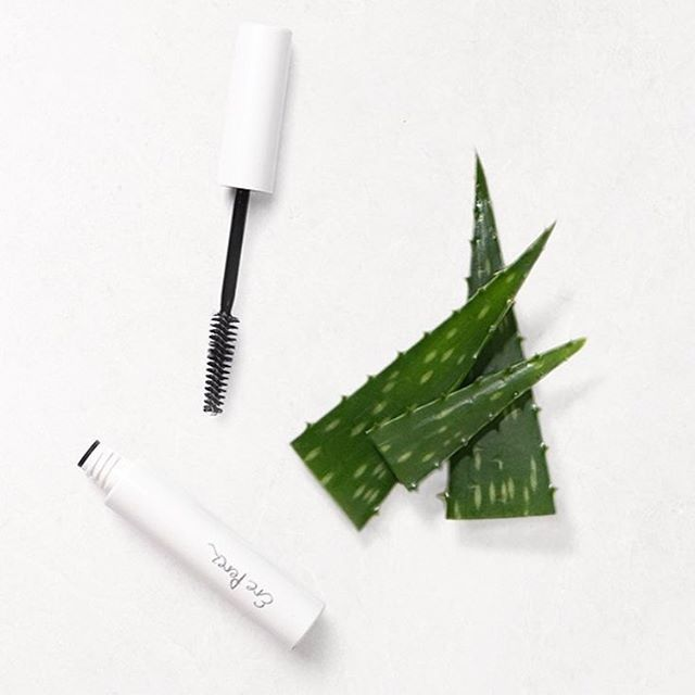 Soothing Aloe Vera gel to keep lashes and brows healthy and in place!   This product is one of my all time favourites for a stay all day, wow brow! #wowbrow #browsonfleek #brows  #mascara #makeuptips  #Regram via @yukiyonaturalbeauty www.yukiyonaturalbeauty.com