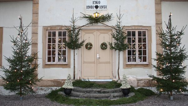 Scandinavian Christmas / Outdoors / Gorgeous Christmas entry / Christmas door Jul med Ernst - tv4.se