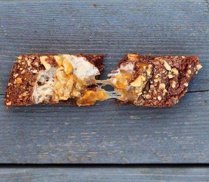Ljuvliga Snickerssnittar med Salta Jordnötter