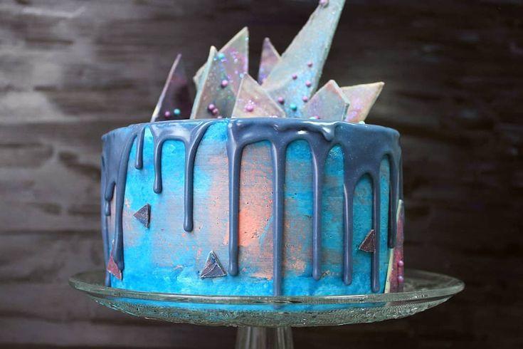 Galaxy Drip Cake 🚀🛸 Wer erinnert sich noch an die Torte? 🤗 Haben lassen… – Torten Ideen
