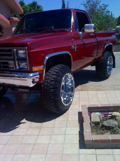 1985 4X4 CHEVY SILVERADO.i think the rims r tio much but niiceee