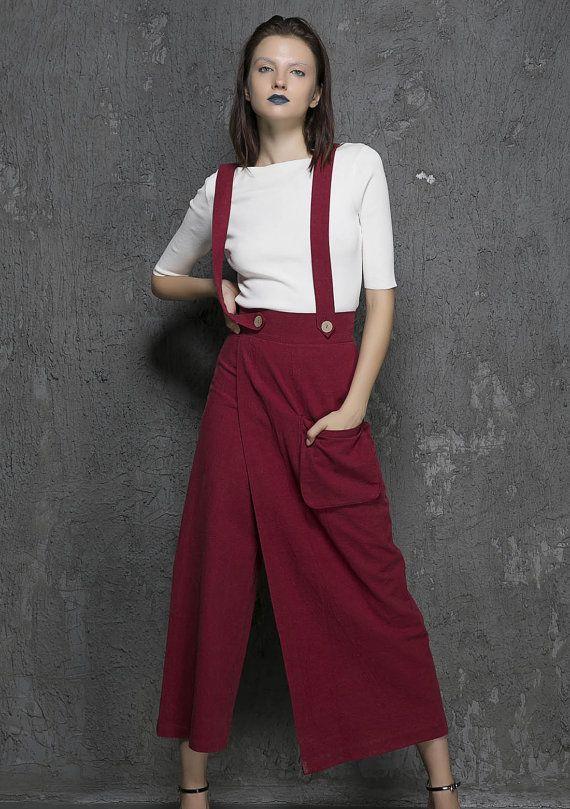 vin pantalon rouge longue bretelle, bretelle robe pantalon, jupe pantalon, pantalon lin, fait le pantalon à la main, pantalon rétro, fait sur mesure, idées cadeaux (1327)