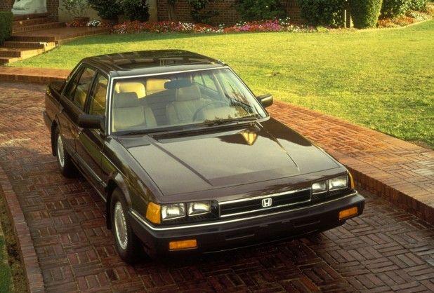 Honda Accord Sedan   Inmiddels helemaal gegrepen door het Honda virus, geweldige auto. Dus de meest luxe versie van dat moment gekocht, alles elektrisch, schuifdak erin, lichtmetalen velgen, cruise control. Echte luxe, Europese auto's hadden het nakijken :-)  Ik had hem in een zand metalic kleur, maar kon er geen plaatje meer van vinden :-(