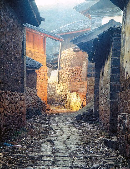 Village alley - Lijiang, Yunnan, China | to think about those ancient times | fights in alleyways