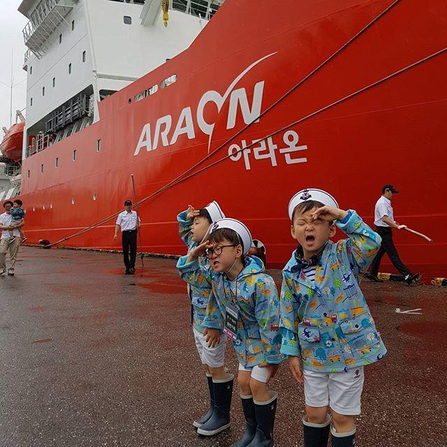바다탐험대 옥토넛 왕팬 대한민국만세 아라온호 견학~^^ 남극탐험대의 무사귀환을 바라며... 근데 경례가 좀 과하다 ㅋㅋㅋ