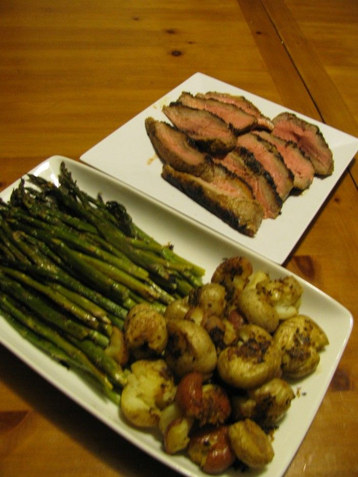Steak with Roasted Asparagus and Potatoes - 362 calories: Steaks ...