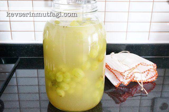 Üzüm Sirkesi Nasıl Yapılır? - Malzemeler: 1 kg üzüm (siyah, kırmızı veya yeşil farketmez), 3 lt su, 1 yemek kaşığı kalın bulgur, 1 yemek kaşığı çiğ nohut,