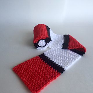 So clever! A crochet scarf that rolls up into a pokeball. Nice crochet stitch…