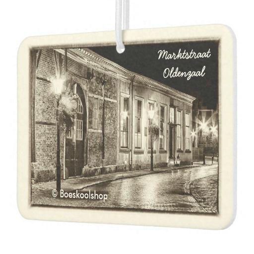 Luchtverfrisser met avondfoto's Markt- en Steenstraat Oldenzaal. Met de mogelijkheid om tekst te verwijderen dan wel aan te passen.