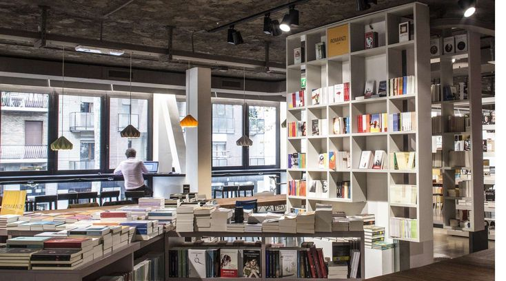 In the heart of Milan, a city in constant movement and transformation as well as a freelance melting pot, Open is the perfect refuge for reading a good book, working (thanks to the forty co-working stations), enjoying a bite to eat, surfing the Web gratis on a tablet or pc, relaxing and meeting up.