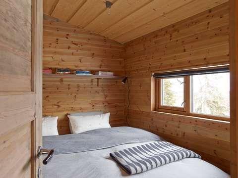 Komprimert: Soverommet gir akkurat plass til en god dobbeltseng.