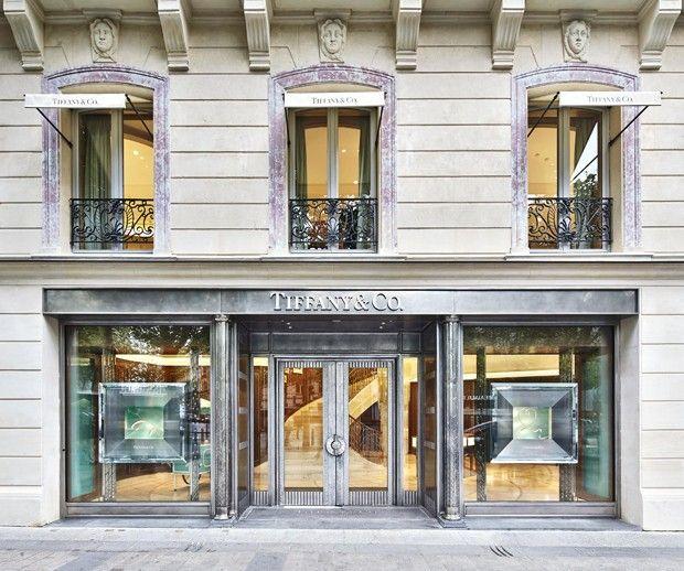 A nova fachada da loja da Tiffany no número 62 da Avenue des Champs Elysées - a porta da frente pesa três toneladas (Foto: Tiffany & Co.)