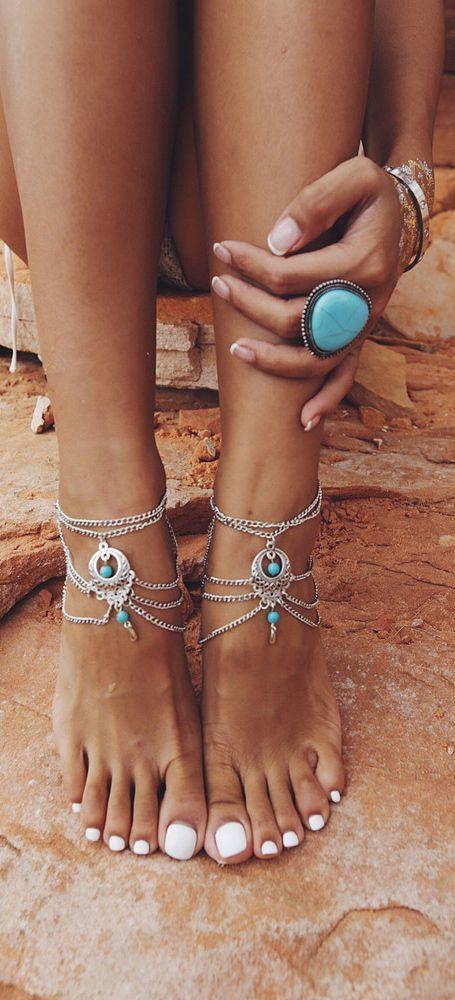 Conoce los #diseños que están en #tendencia esta #temporada y aplícalos en tus próximos #mani y #pedi para lucir en #verano.