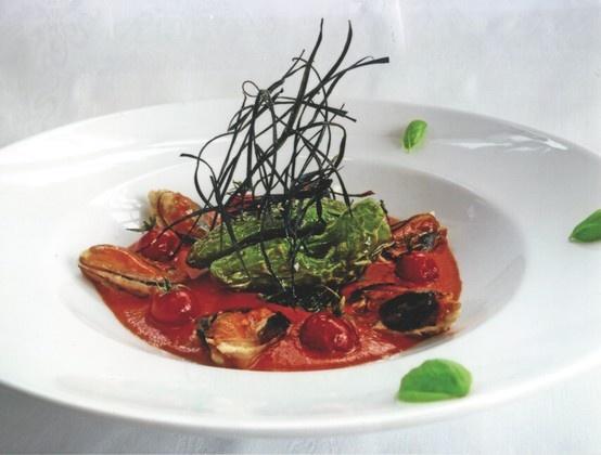 Vellutata di pomodorini con cozze ripiene e Grana Padano Cliccate sulla foto per la ricetta completa!
