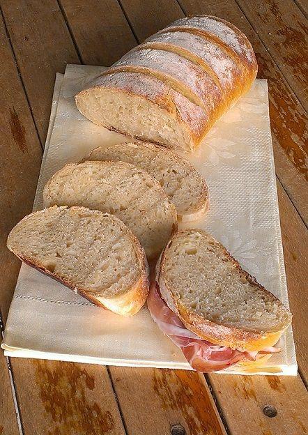 Filone di pane all'olio extravergine d'oliva con semola rimacinata e pasta madre