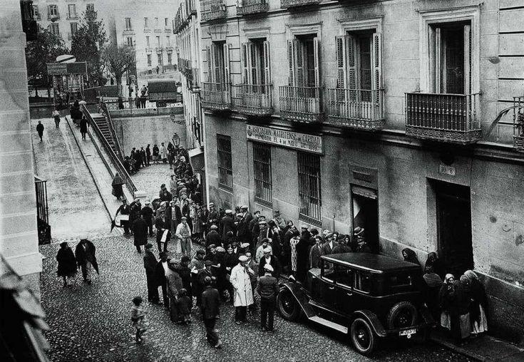 La Asociación Matritense de Caridad, compró en la Navidad de 1930 a Doña Manolita de Pablo, lotera de la calle de San Bernardo, una de las series del número 16626. Como era habitual, esta lotería era repartida por los necesitados para que recibieran la comisión de las ventas. Se vendieron en