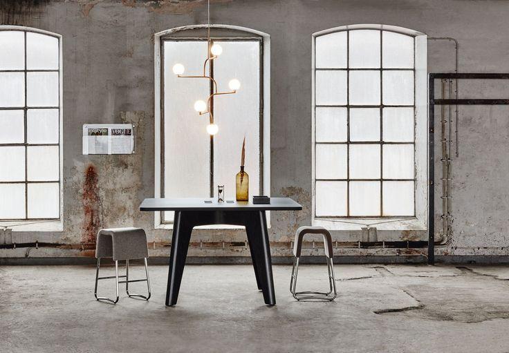 Sumo conference table, design: Fredrik Mattson | Discover magazine holder, design: Monika Mulder | Plint bar stool, design: Sandin & Bülow | Styling: Katrin Bååth | Photo: Sara Landstedt