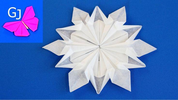 Оригами снежинка из бумаги.