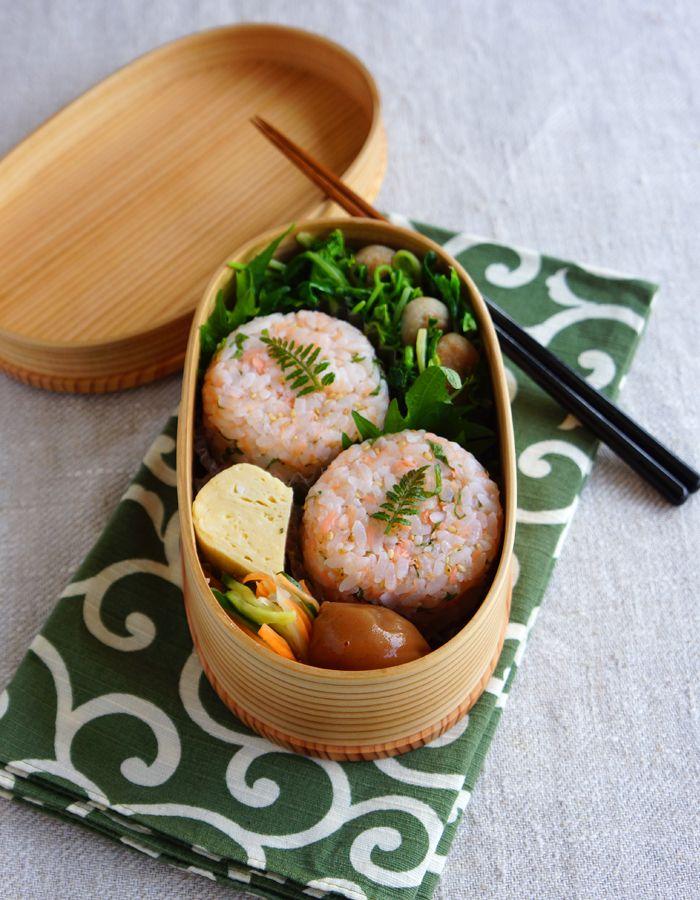 R journal: Salmon sesame riceballs bento/鮭のおにぎ弁当