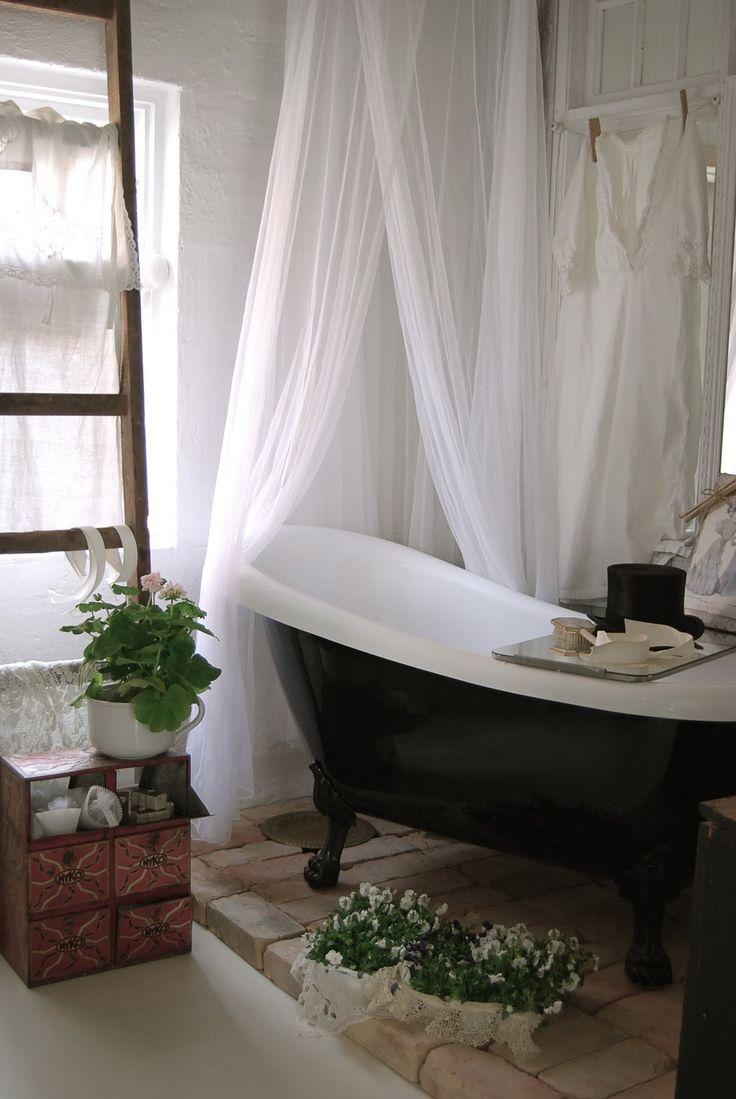 Top 25 best clawfoot tub shower ideas on pinterest for Bathroom ideas with clawfoot bathtub