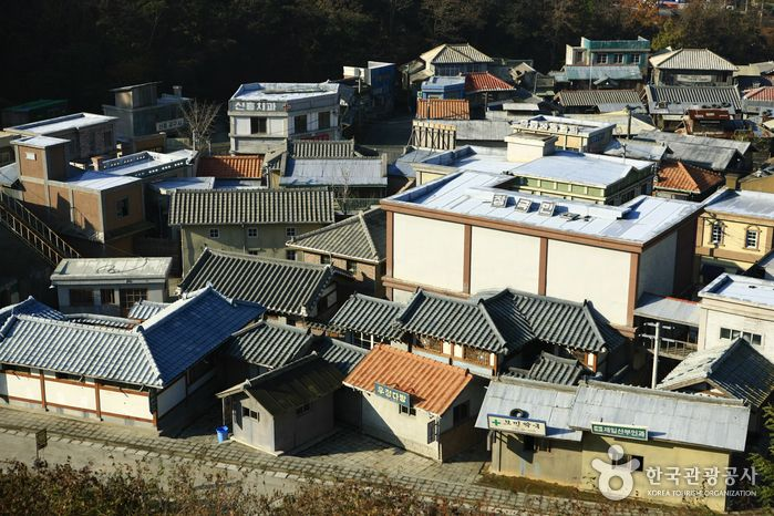 suncheon open film set, consists of three villages in the era of 1950s to 1970s, was used as venue for ep. 116 running man