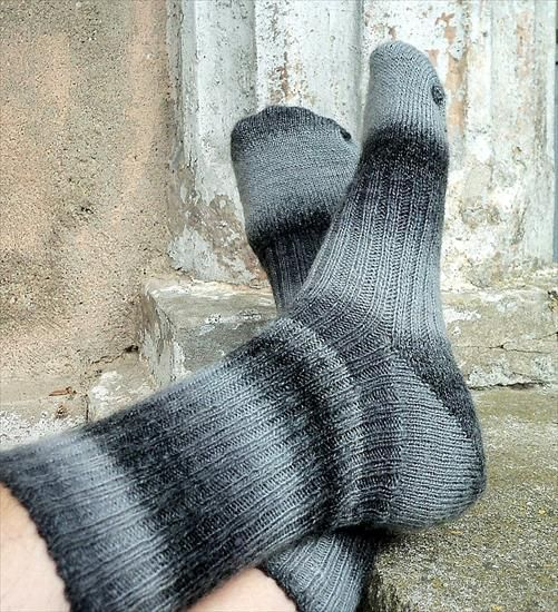 Skarpetki szare - & własnymi rękami & - GoldenNeedlepoint - Chomikuj.pl