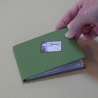 Hard Covers for Pop-Up Tunnel Book tutorial. For method: http://makinghandmadebooks.blogspot.sg/2012/03/spring-pop-up-tunnel-book.html