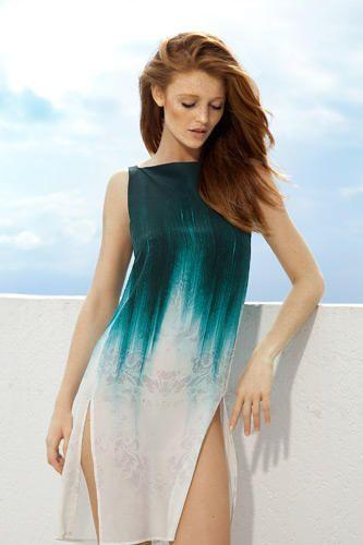 Cintia Dicker - Photoshoot - Robe en toile de coton Dip Dye vert
