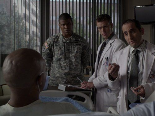 Still of Sharif Atkins, Peter Jacobson and Jesse Spencer in House M.D. (2004)