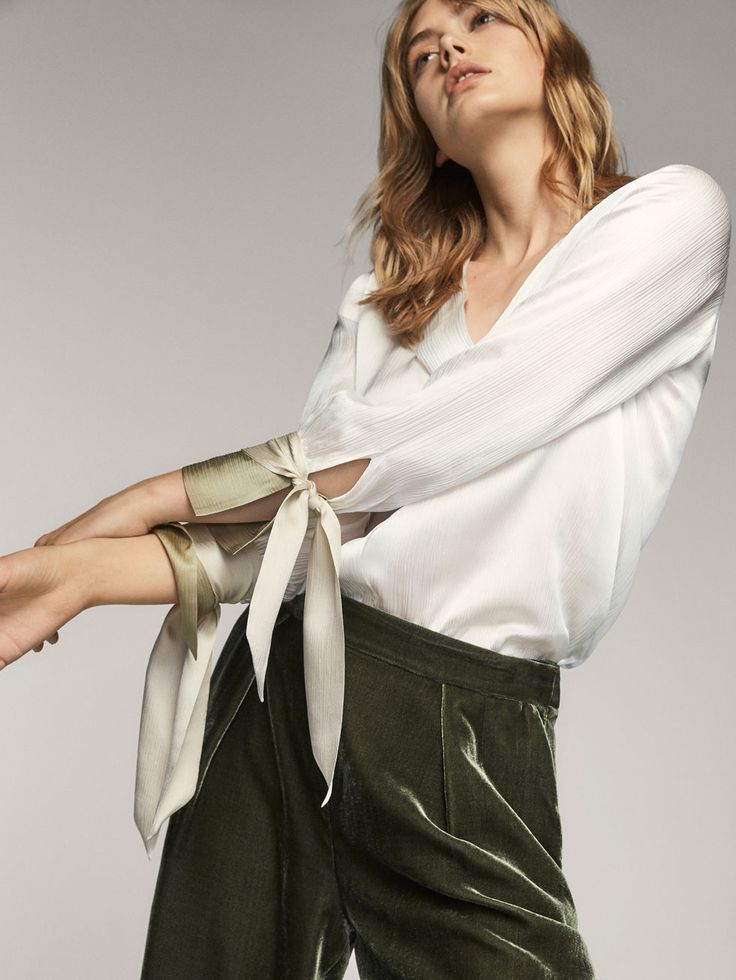 Fall Winter 2017 Women´s TRICOLOURED SILK BLOUSE WITH A TIE DETAIL at Massimo Dutti for 110. Effortless elegance!