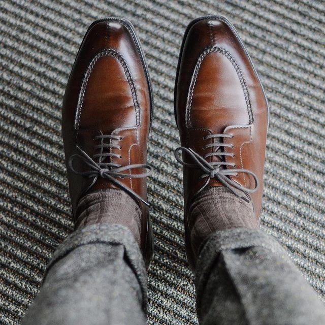 @edwardgreen1890 Dovers for split toe Tuesday. Paired with @skolyx socks and @bonobos @abrahammoonsons donegal trousers. . . . #edwardgreen #styleforum #gentlemenslounge #styleformen #simplefits #dappermen #gqstyle #gentlemenstyle #gents #classicstyle #dapperman #dapperlydone #gqmagazine #gqinsider #mensoutfit #classymen #gentlounge #gentlemansclub #gentstyle #mensfashions #menwithclass #outfitinspiration #ootdmen #mensclothing #outfitideas #sprezz #menslook #mensstyleguide #tailored…