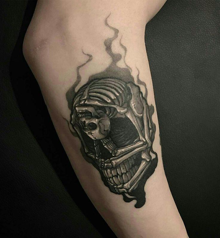 Tattoo done by: @gara_tattooer #skull #skulltattoo