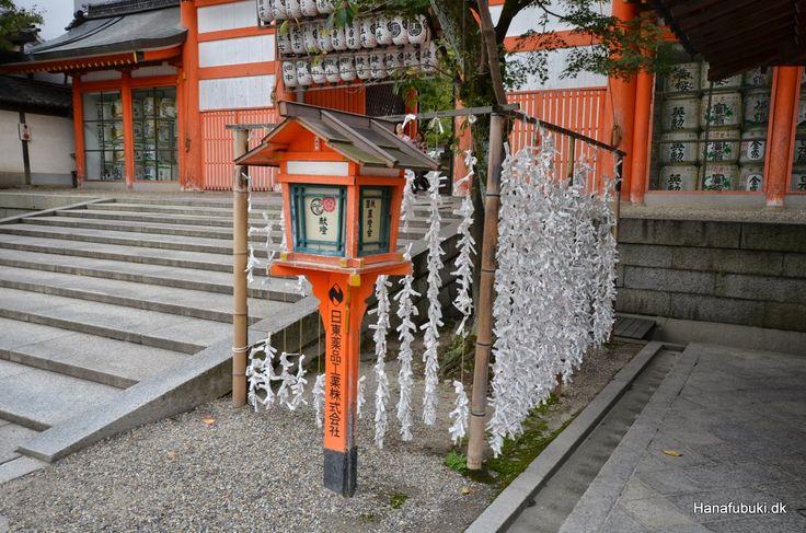 Omikuji fortune telling Yasaka shrine, Kyoto / Omikuji spådomme Yasaka helligdommen i Kyoto
