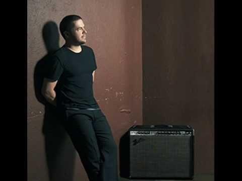"Pedro Mariano - ""Simplesmente"". Compositores: Samuel Rosa / Chico Amaral."