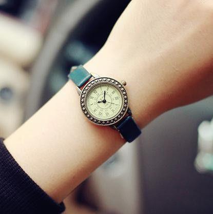 Fashion Classic Vintage Magic Rome Dial Brass Alloy Thin Leather Strap Quartz Wristwatch for Women
