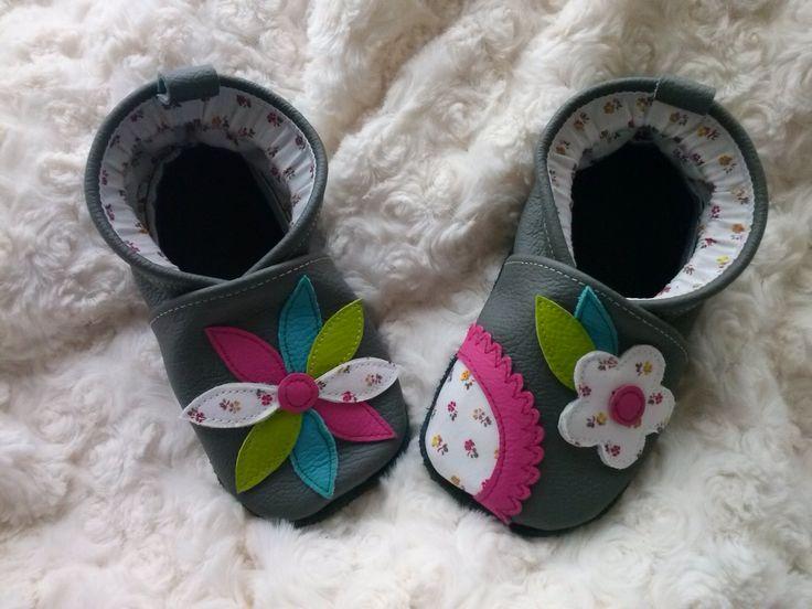 """Chaussons en cuir souple pour bébé ( sur commande) modèle """" Pétales de Fleurs"""" : Mode Bébé par mag-cie"""