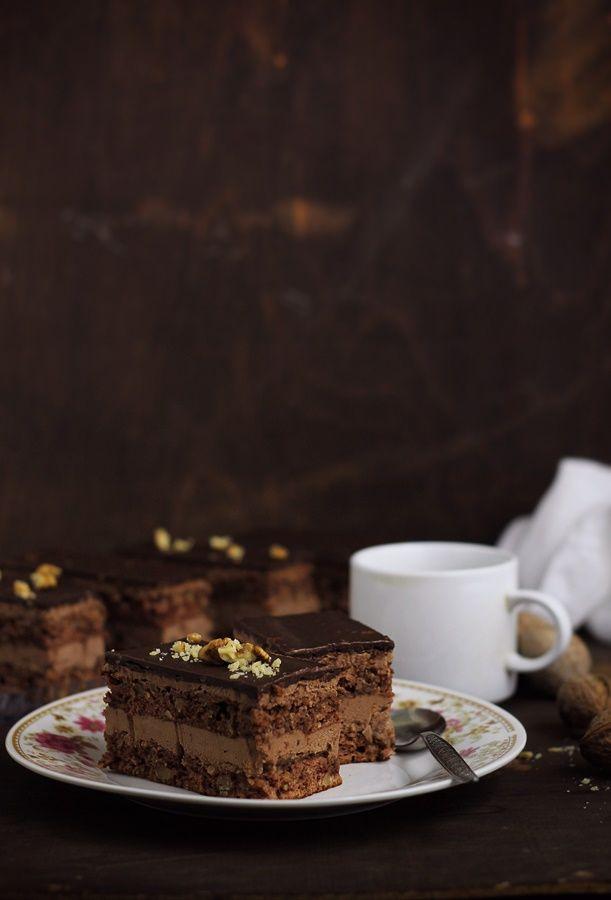 Pasiune pentru bucatarie: Prajitura cu nuci si crema de ciocolata cu unt
