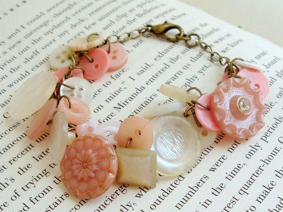 ❥ peachy vintage button charm bracelet