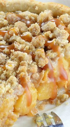 Caramel Crumble Peach Pie ~ Homemade buttery crust packed with sweet juicy peaches and salted caramel sauce, topped with brown sugar cinnamon crumbs... Super easy, crowd-pleaser summer dessert.