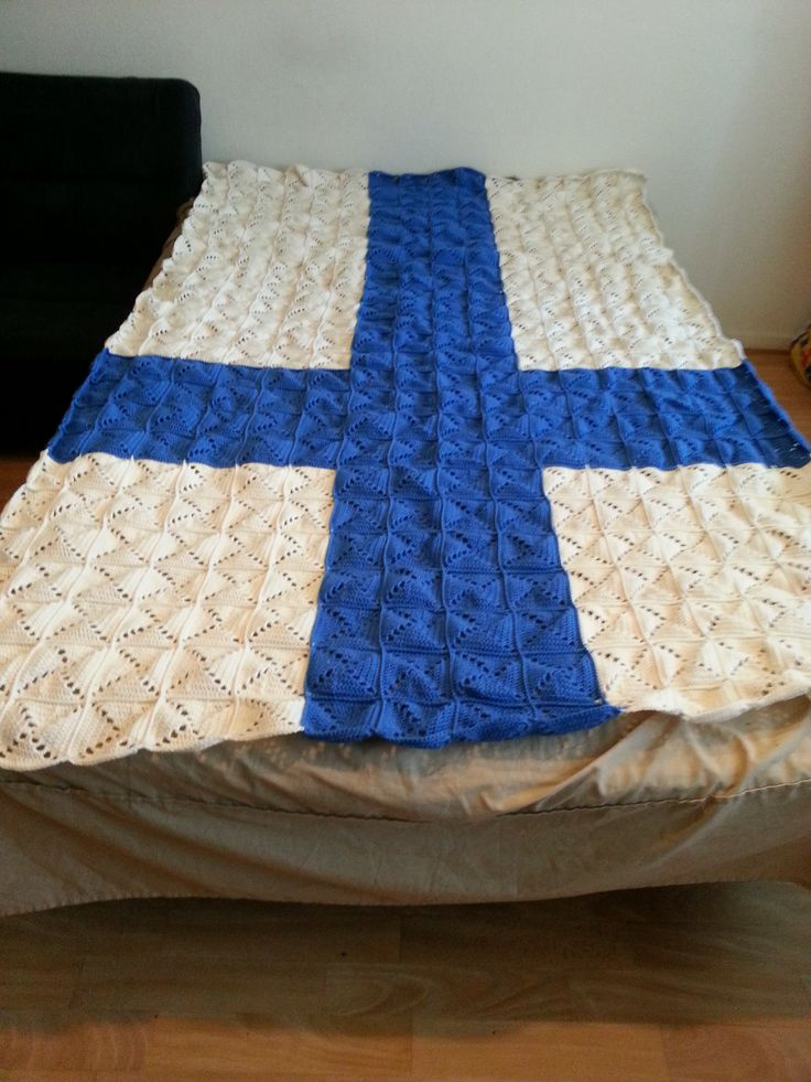 120 cm X 200 cm kokoinen suomen lippu peitto... virkattu...