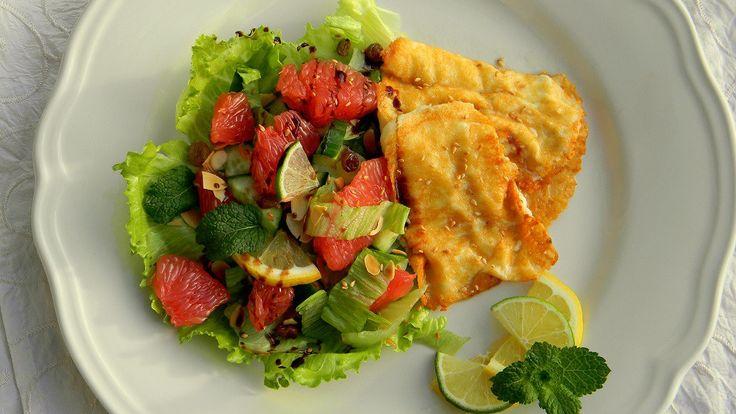 Grillezett halloumi sajt, citrusos-mentás salátával